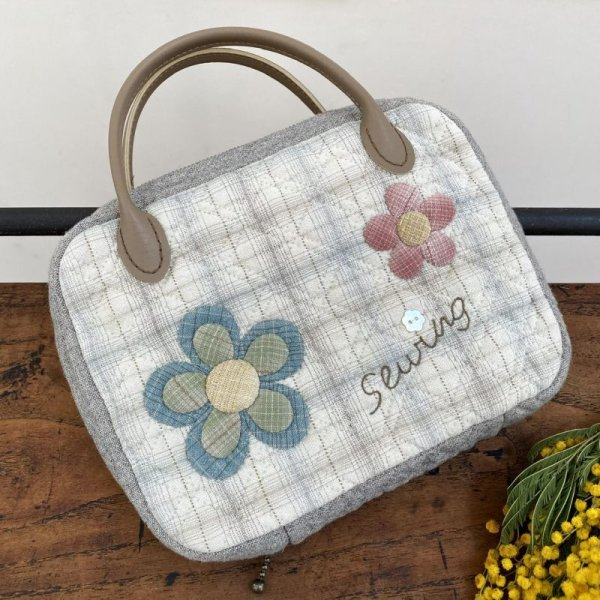 Photo1: Flower Sewing Case with Handles (Tax Excl.)  (1)